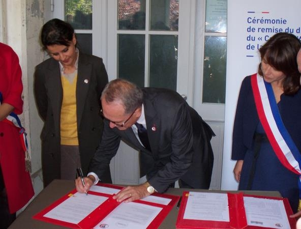 La Signature de la convention entre Le Souvenir Français et la réserve citoyenne de l'éducation nationale